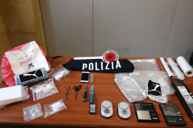 Kapet shqiptari me 2 kg kokainë në Itali