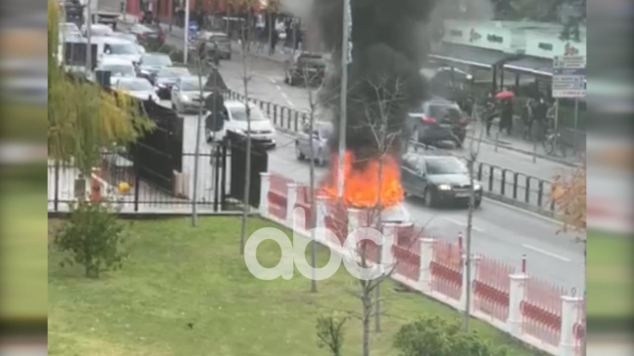 Makina shpërthen në flakë në lëvizje në Tiranë