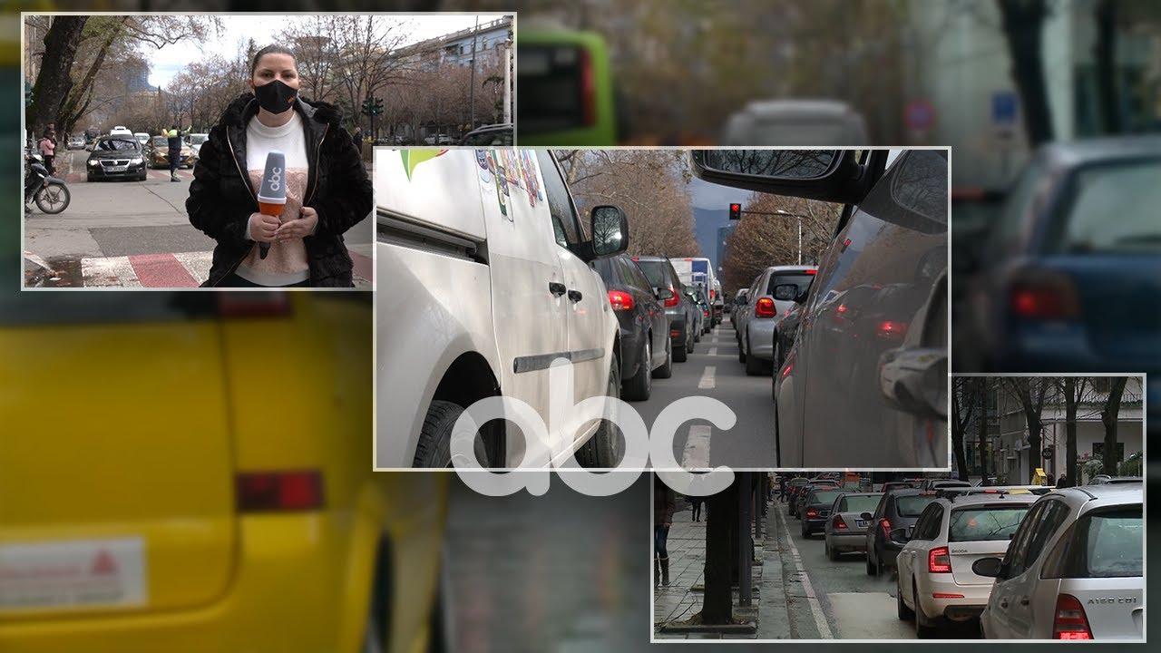 """Trafik i rënduar në Tiranë, kryeqyteti """"pushtohet"""" nga emigrantët, shtim automjetesh në rrugë"""