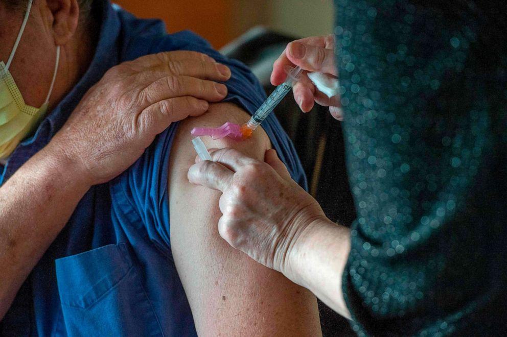 Mjeku ka reaksionin e parë serioz të njohur alergjik ndaj vaksinës Moderna