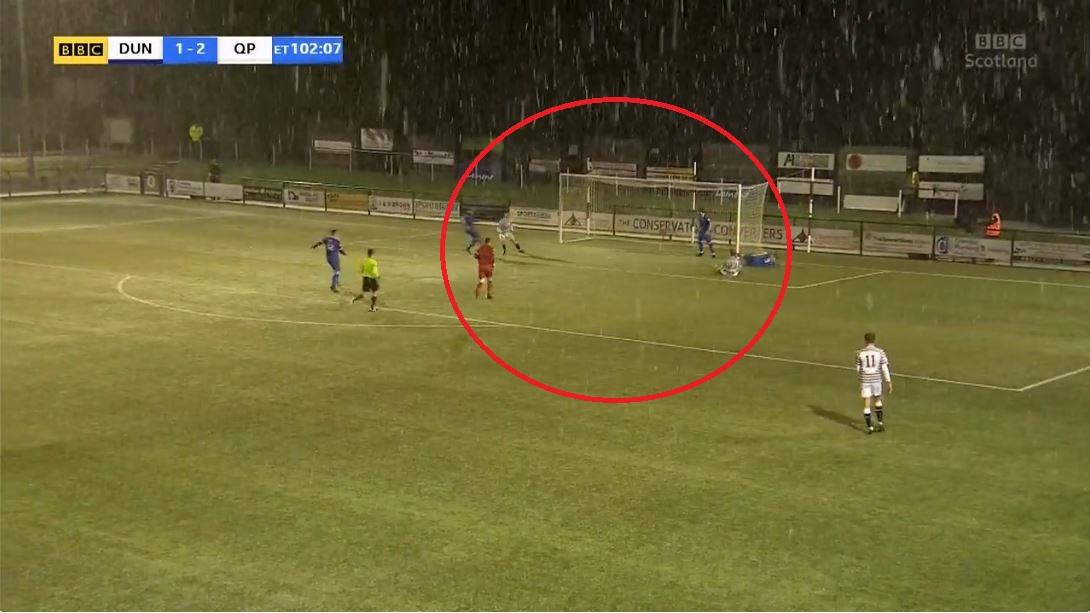 VIDEO/ Gafë e pafalshme, sulmuesi skocez lë nam ndaj amatorëve në Kupë