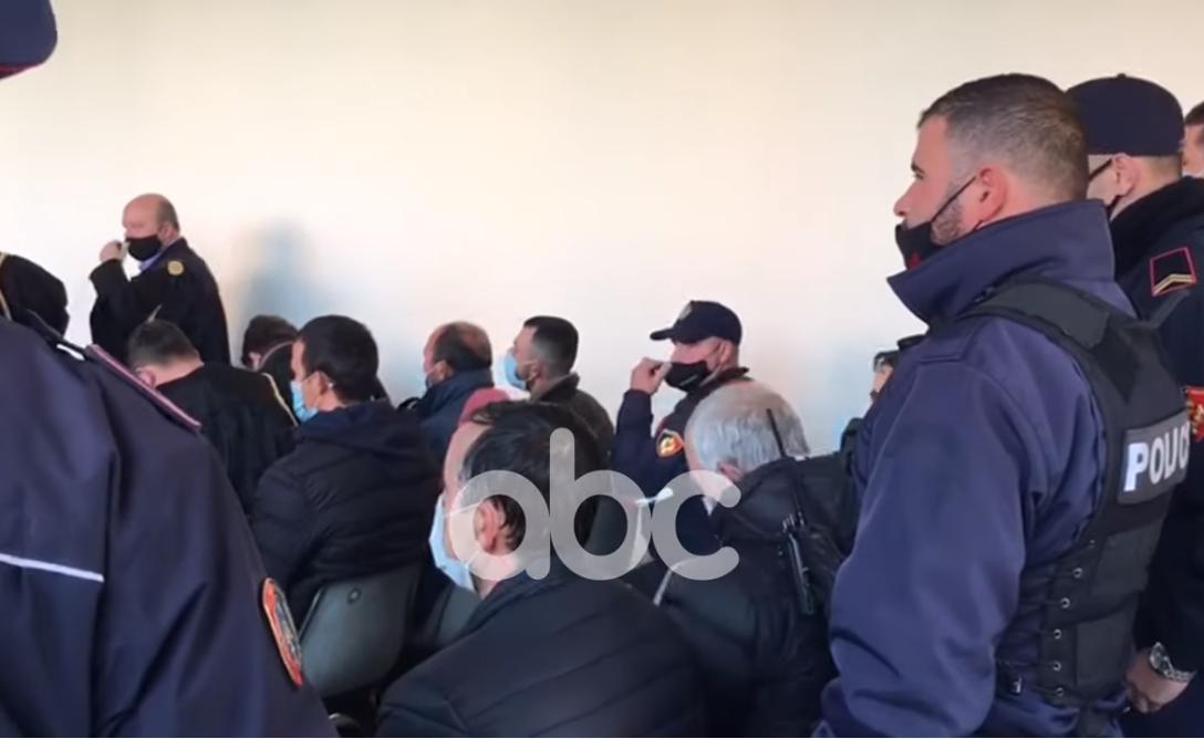 Operacioni anti-drogë në Vlorë, të arrestuarit grumbull në sallën e gjyqit për masat e sigurisë