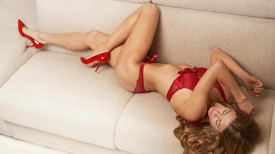FOTO/ Tenistja seksi italiane uron Krishtlindjen e veshur vetëm me të brendshme