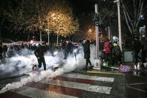 Protesta për vrasjen e të riut, gjykata jep vendimin për 35 të arrestuar