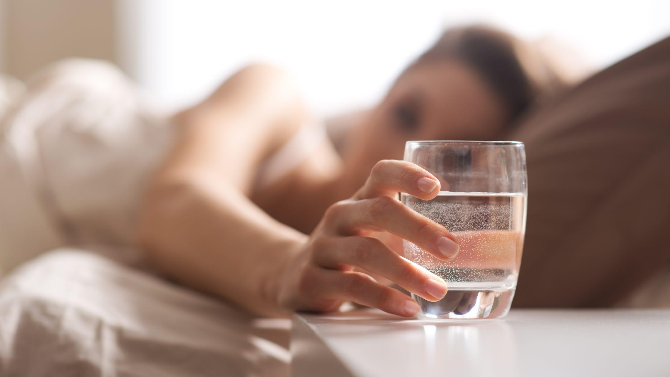 Ja pse duhet të pini ujë sapo të zgjoheni në mëngjes!