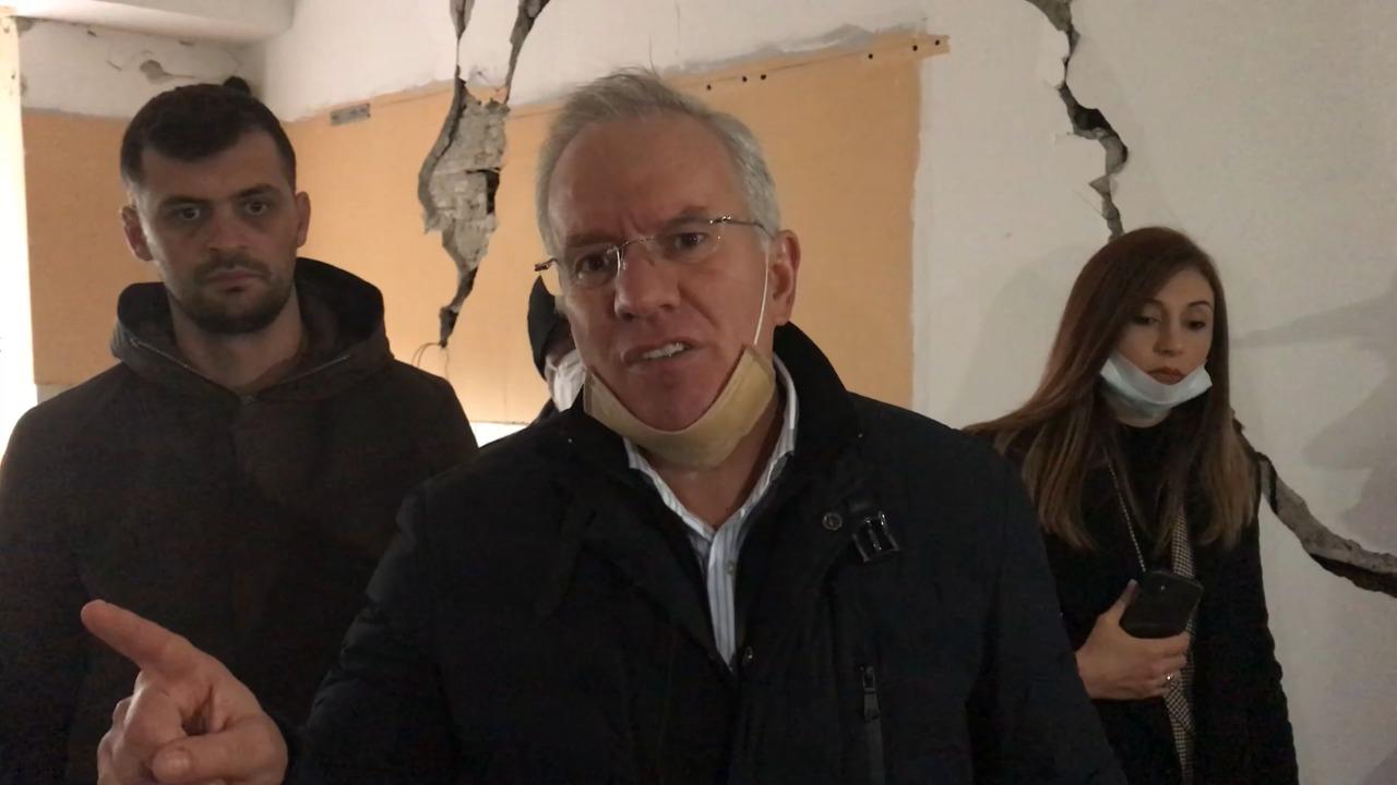 """""""1 vit që torturohemi"""", Xhaferraj me banorët e prekur nga tërmeti në Durrës: S'ka transparencë, vetëm korrupsion"""