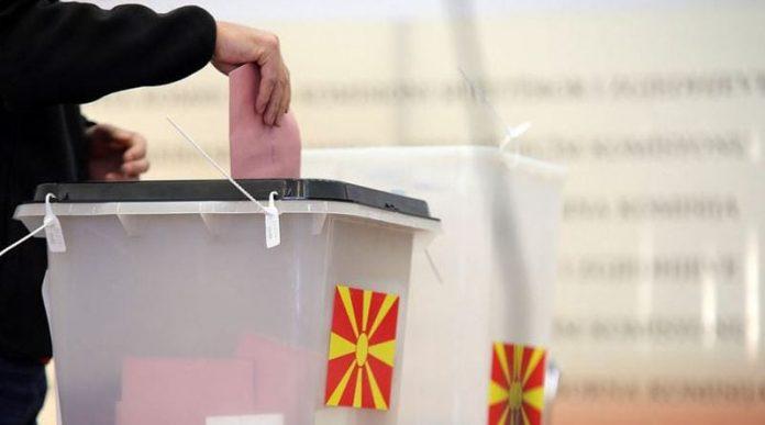 Sondazhi: Shqiptarët të shkëputur nga politika, dilema për financimin e partive