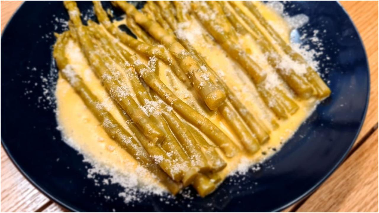 Shparg me salce hollandeze – Receta nga Florenca Reçi