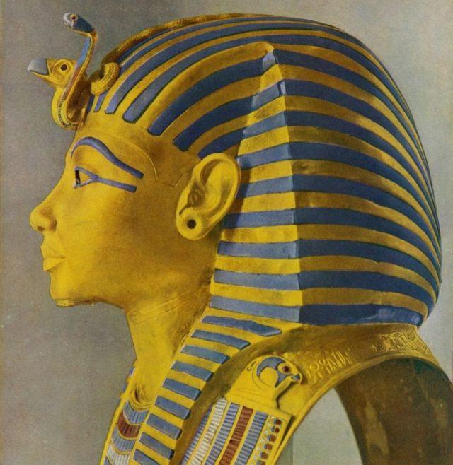 Imazhi i Faraonit Tutankhamun me vetullat dhe sytë e lyer