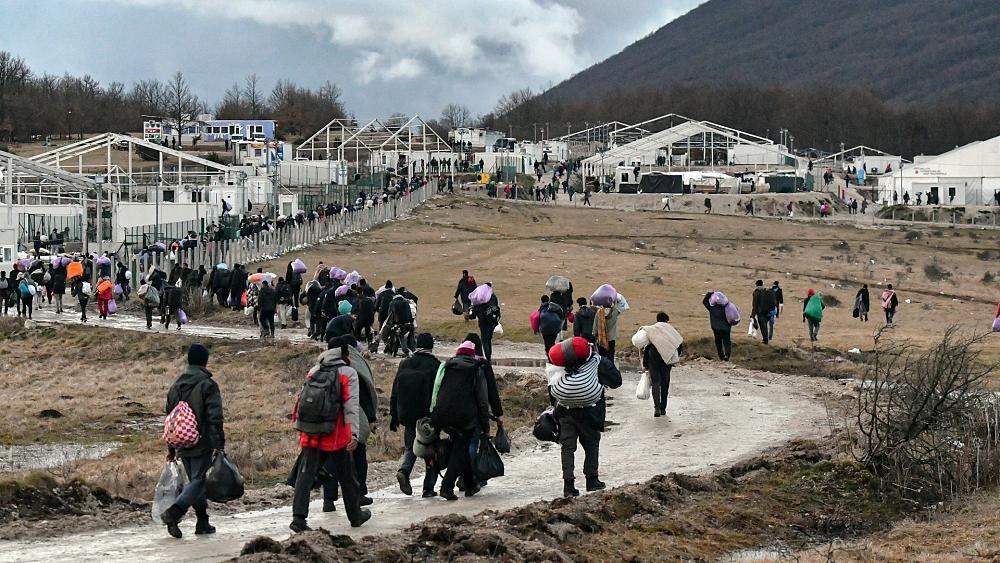 Borrell: Bosnja të marrë përsipër përgjegjësitë për emigrantët e pastrehë