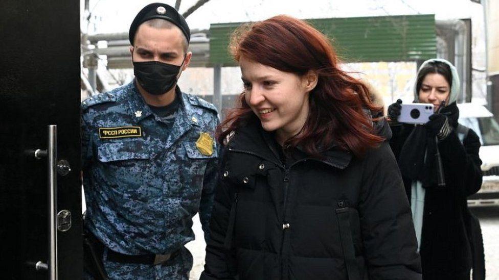 Policia ruse arrestoi mbështetësen e Navalny, thirrje për protesta