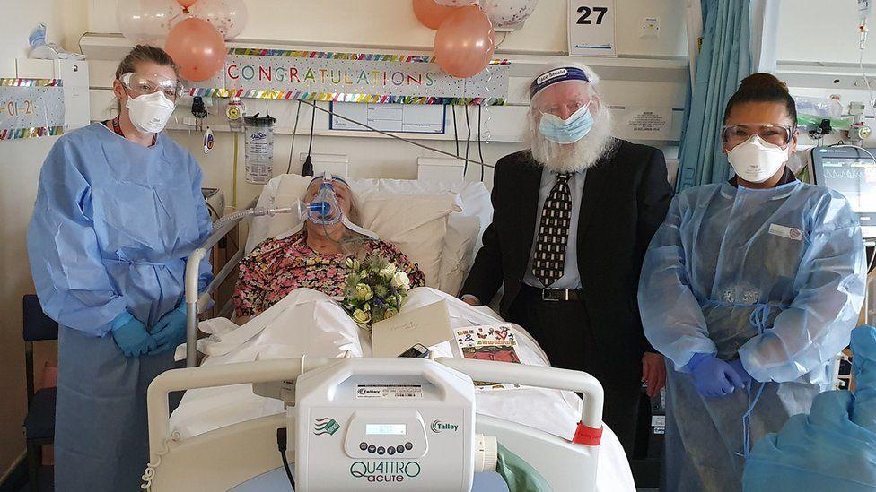 Çifti i të moshuarve kurorëzojnë martesën e tyre pas 46 vitesh bashkëjetesë