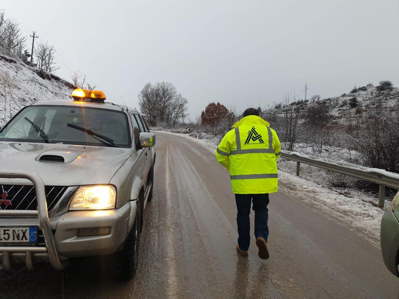 Reshje bore në juglindje, ARRSH njoftim mbi gjendjen e akseve: Pajisuni me goma dimërore e zinxhirë