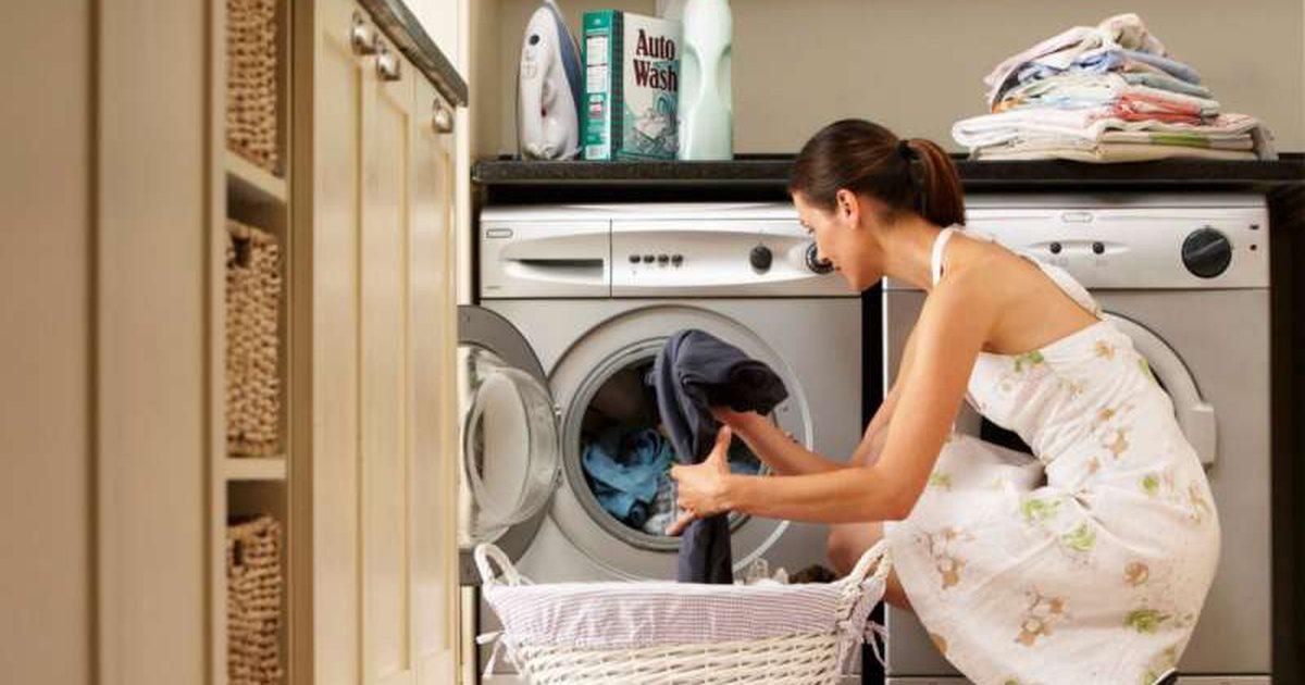 Tre arsye pse lavatriçja nuk i lan mirë rrobat