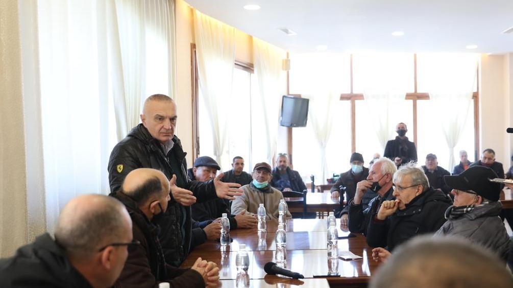 Meta takim me banorët e Selenicës: Të ndërtohet rruga, po penalizohen nga korrupsioni