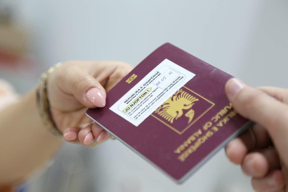 Aplikimet për pasaporta, ambasada shqiptare në Greqi njoftim të rëndësishëm