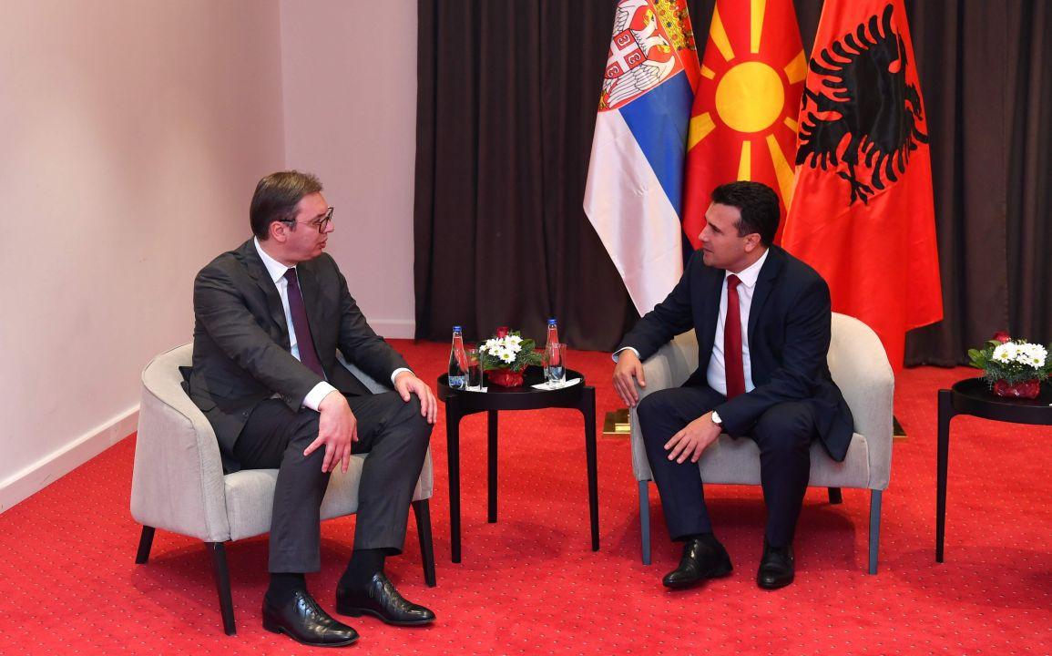 Zaev: Maqedonia e Veriut do të marrë 8 mijë vaksina nga Serbia