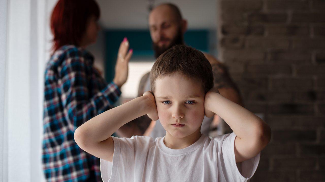 8 këshilla që ndihmojnë fëmijët të përballojnë divorcin e prindërve
