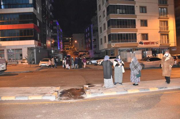 Tërmeti shkund Ankaranë, frikë dhe panik, njerëzit në rrugë