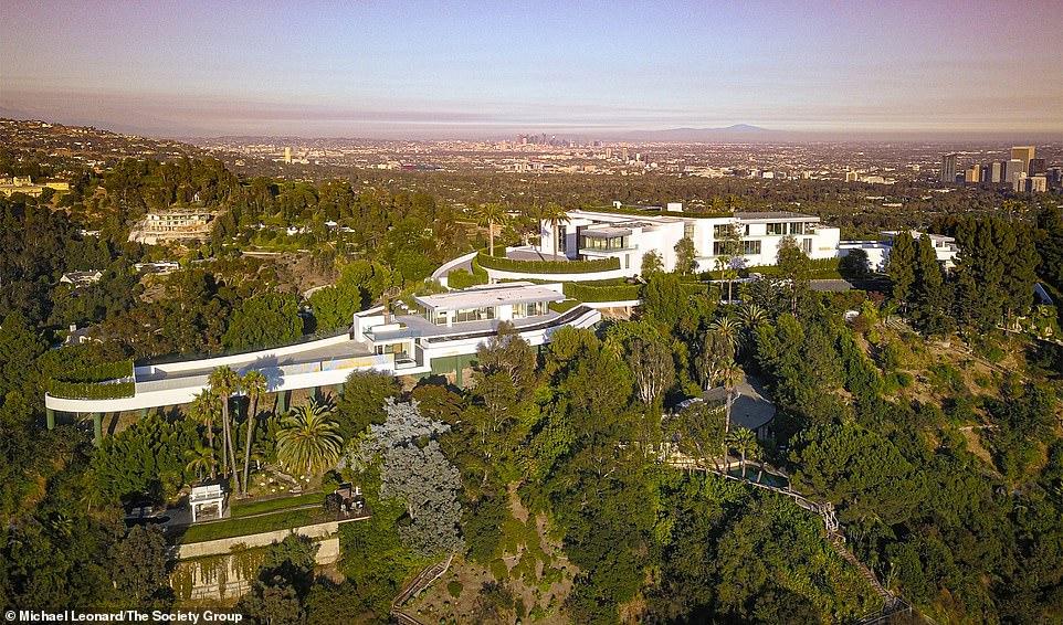 U deshën 8 vite për ta ndërtuar, shtëpia më e madhe në botë del në shitje