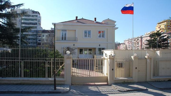 """Shqipëria shpalli """"non grata"""" diplomatin, reagon Rusia: Tirana bëri 2 shkelje"""