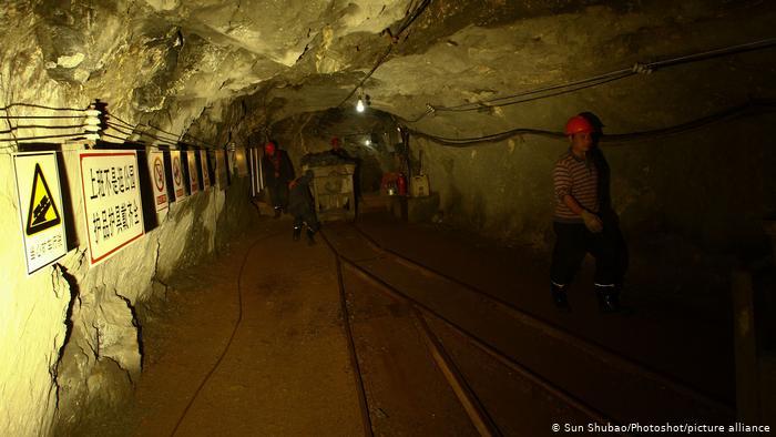 Shpërthimi në minierën e arit në Kinë, 22 punonjës të bllokuar prej dy ditësh