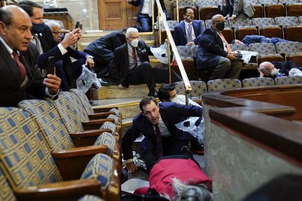"""Para se protestuesit të """"pushtonin"""" Kapitolin, Kongresi certifikoi 12 nga 538 votat elektorale"""