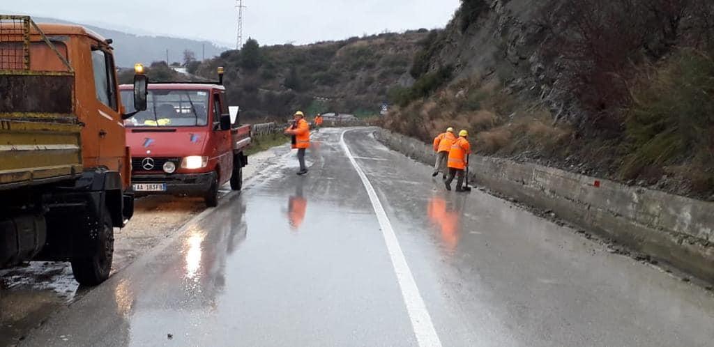 Shi dhe stuhi, ARRSH apel shoferëve: Bëni kujdes në këto akse rrugore