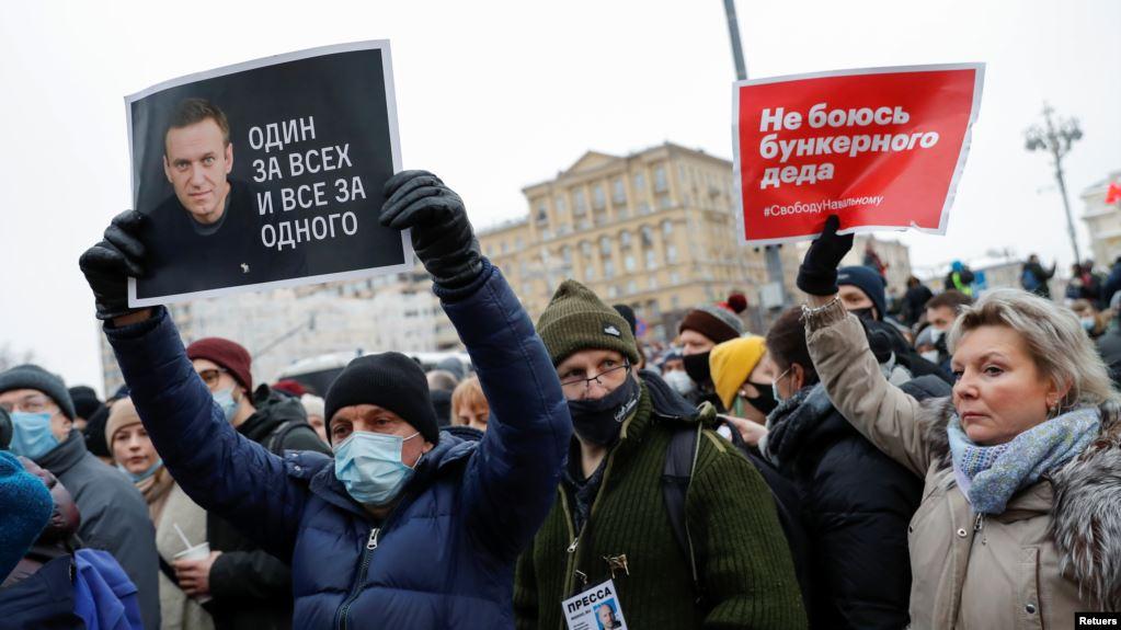 Bashkëshortja e Navalnyt arrestohet gjatë protestave për lirimin e të shoqit