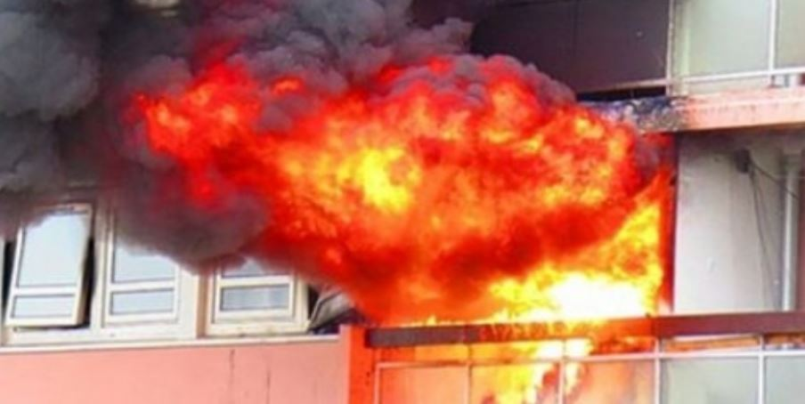 A tailoring is engulfed in flames in Tirana