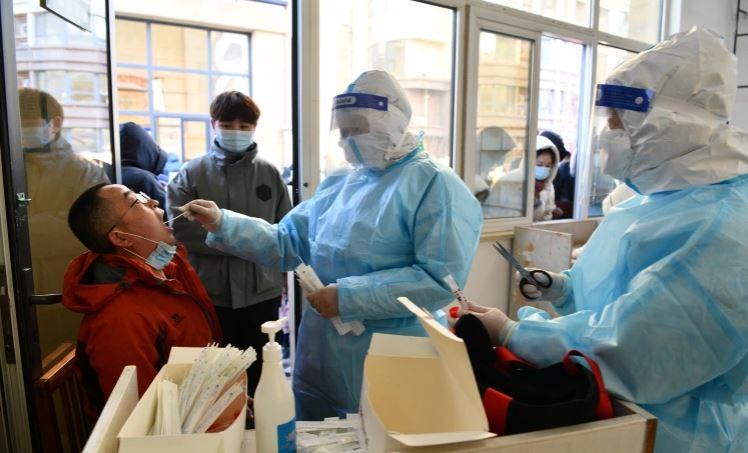 Kina përballet me shpërthim të ri të koronavirusit