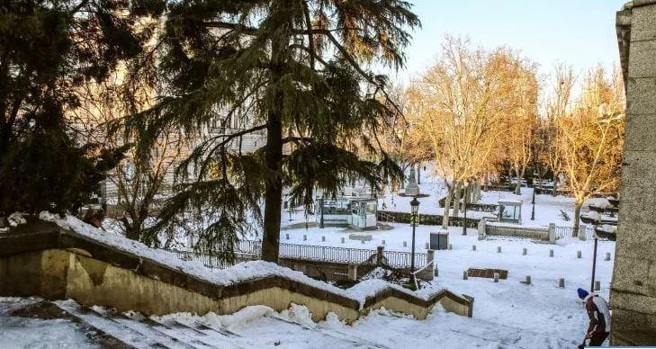 Reshjet e borës në Spanjë: Mjekët ecin në këmbë me kilometra për të ndërruar turnet