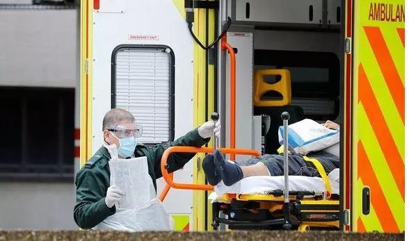 Ezaurimi i spitaleve Covid, Britania vë në dispozicion hotelet për pacientët