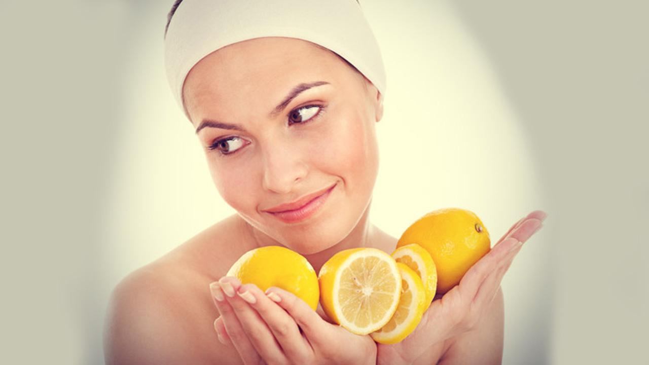 Si ta aplikoni lëngun e limonit për një lëkurë të butë