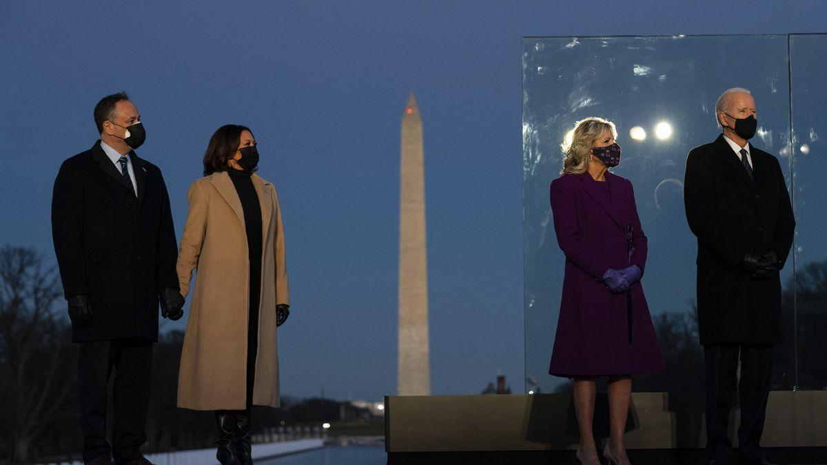 Në prag të inaugurimit, Presidenti i zgjedhur Biden nderon viktimat e koronavirusit