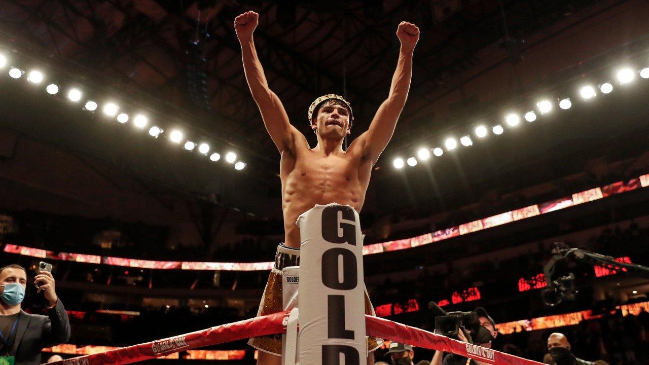 """VIDEO/ Campbell në gjunjë me një goditje, """"King Ry"""" kampion bote në WBC"""