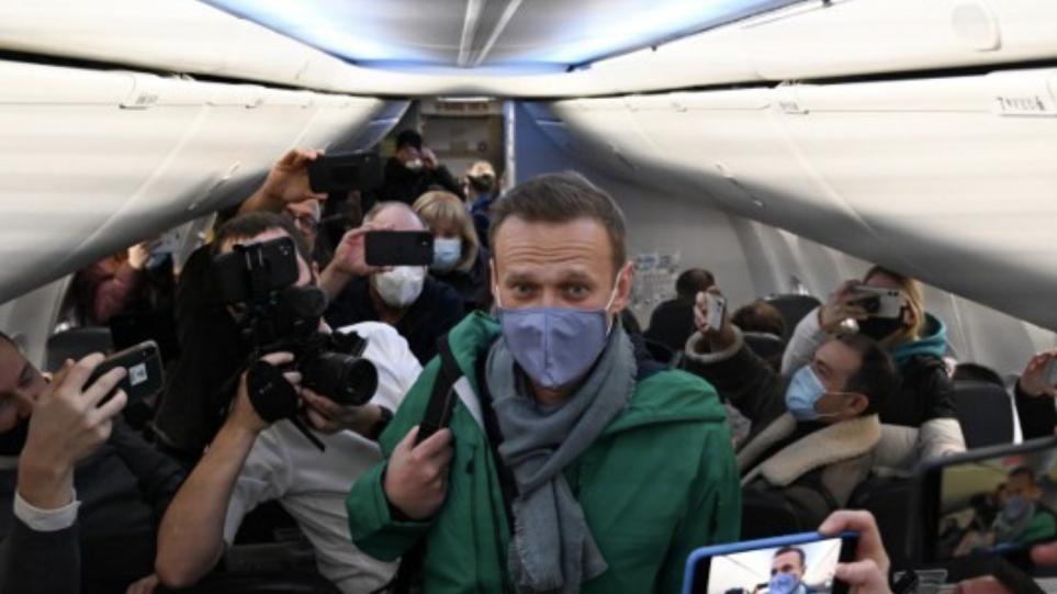 Policia arreston mbështetësit e Navalnyt në aeroportin e Moskës