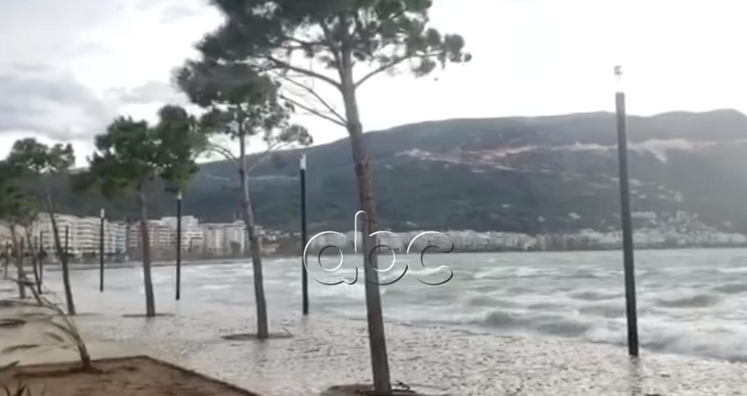 Moti i keq, pezullohet lundrimi për anijet e vogla dhe ato të peshkimit në Portin e Vlorës