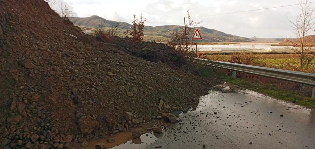 Shembje dherash nga reshjet, bllokohet aksi Cerrik-Kuçovë