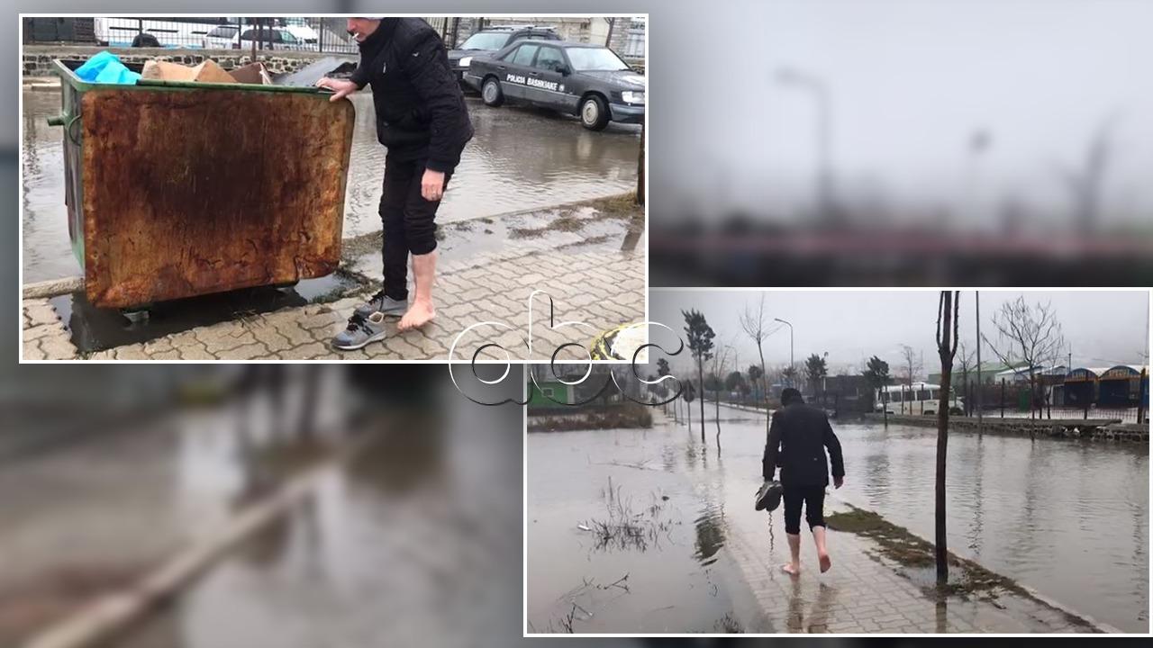 Rrugët mbulohen nga uji, banorët e Bulqizës zbathur nëpër qytet