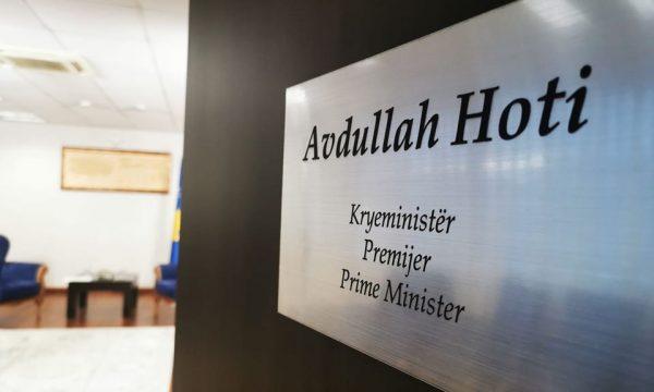 Futen në grevë tre zyrtarë të Kryeministrisë në Kosovë