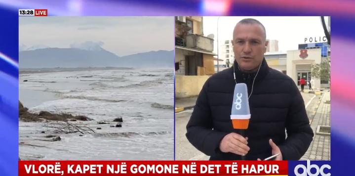 Gjendet gomonia në det, dyshohet se do përdorej për të trafikuar klandestinët e kapur në Vlorë