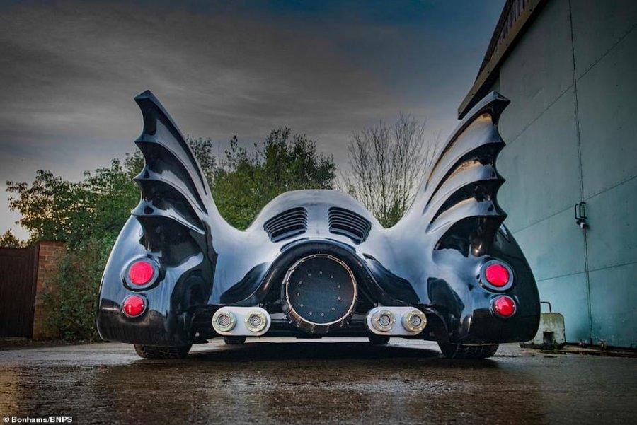 """7 metra e gjatë, del në ankand """"makina e Batmanit"""""""