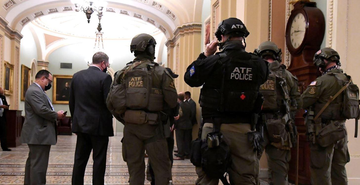 Ligjvënësit amerikanë kërkojnë hetim të forcës policore që mbron Kapitolin