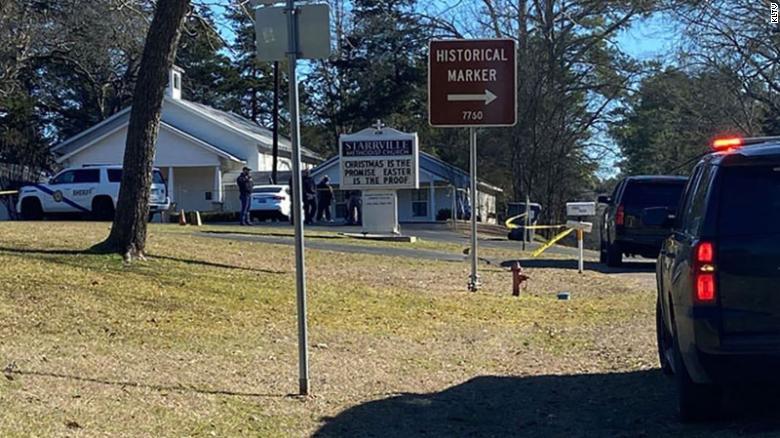Të shtëna me armë zjarri në një kishë në Texas: Dy të plagosur, humb jetën pastori