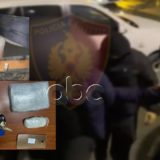 """45 000 euro kilogrami, policia u bën """"golin"""" 2 të rinjve në Tiranë"""