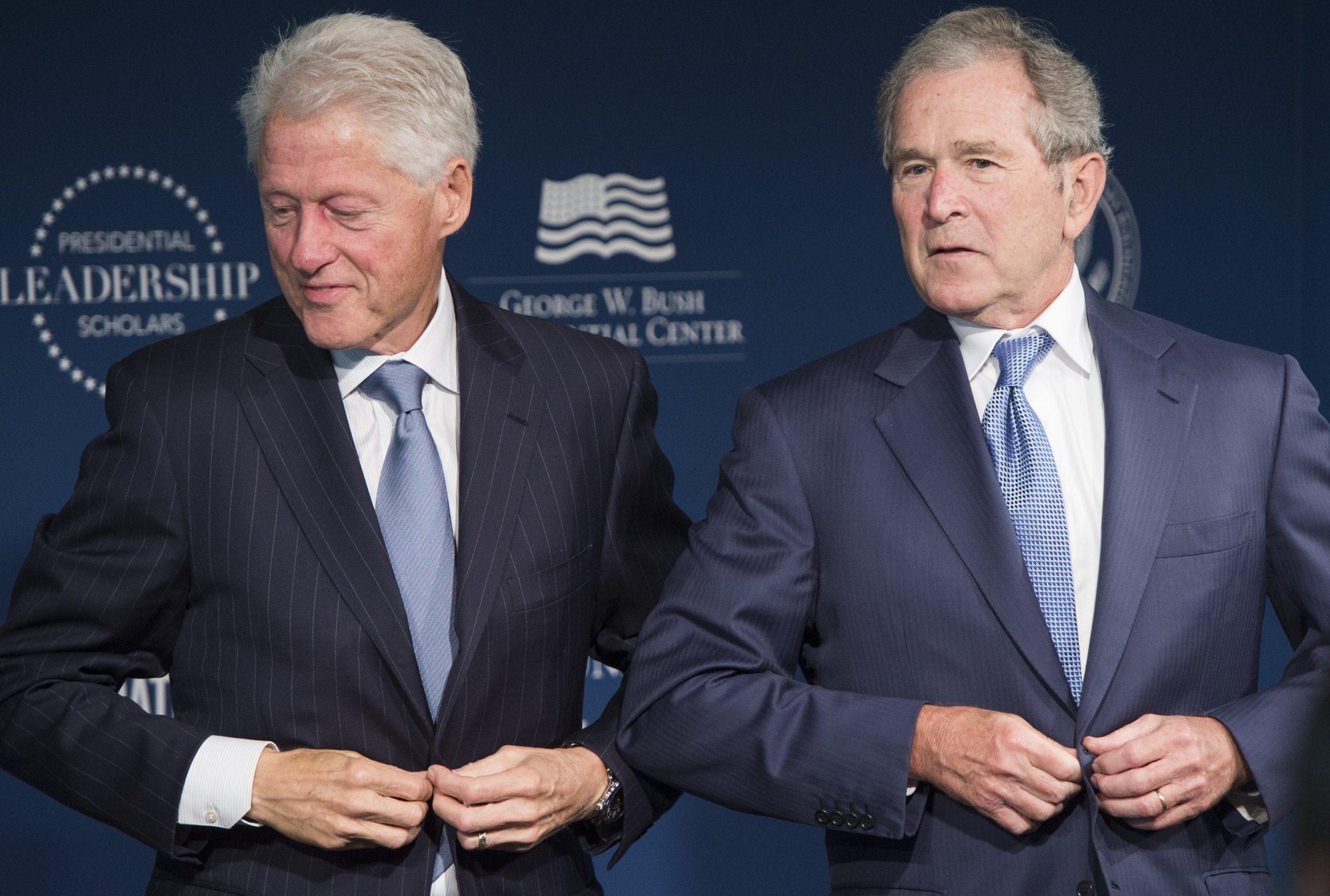 Bush dhe Clinton dënojnë dhunën: Kjo s'mund të ndodhte në vendin tonë