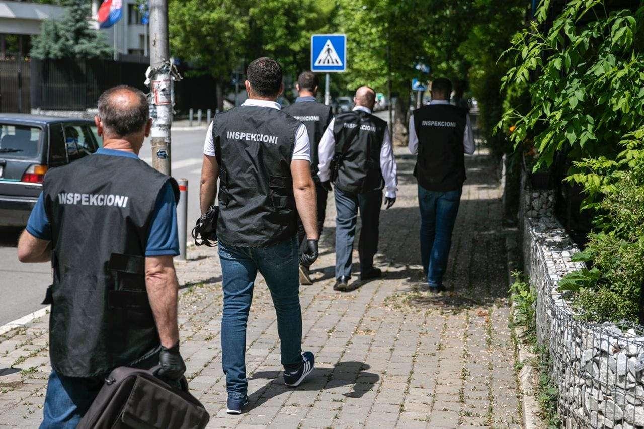 Drejtori i Inspektimit në Prishtinë: Ligji vlen për të gjithë, gjobë 2,000 euro për tubimet politike