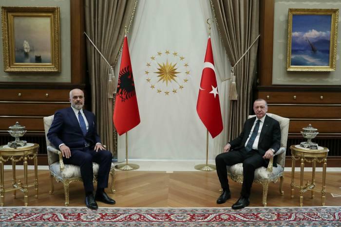 FT: Presioni mbi Shqipërinë dhe loja e madhe e Erdoganit në rajon, intriga turke në Ballkan