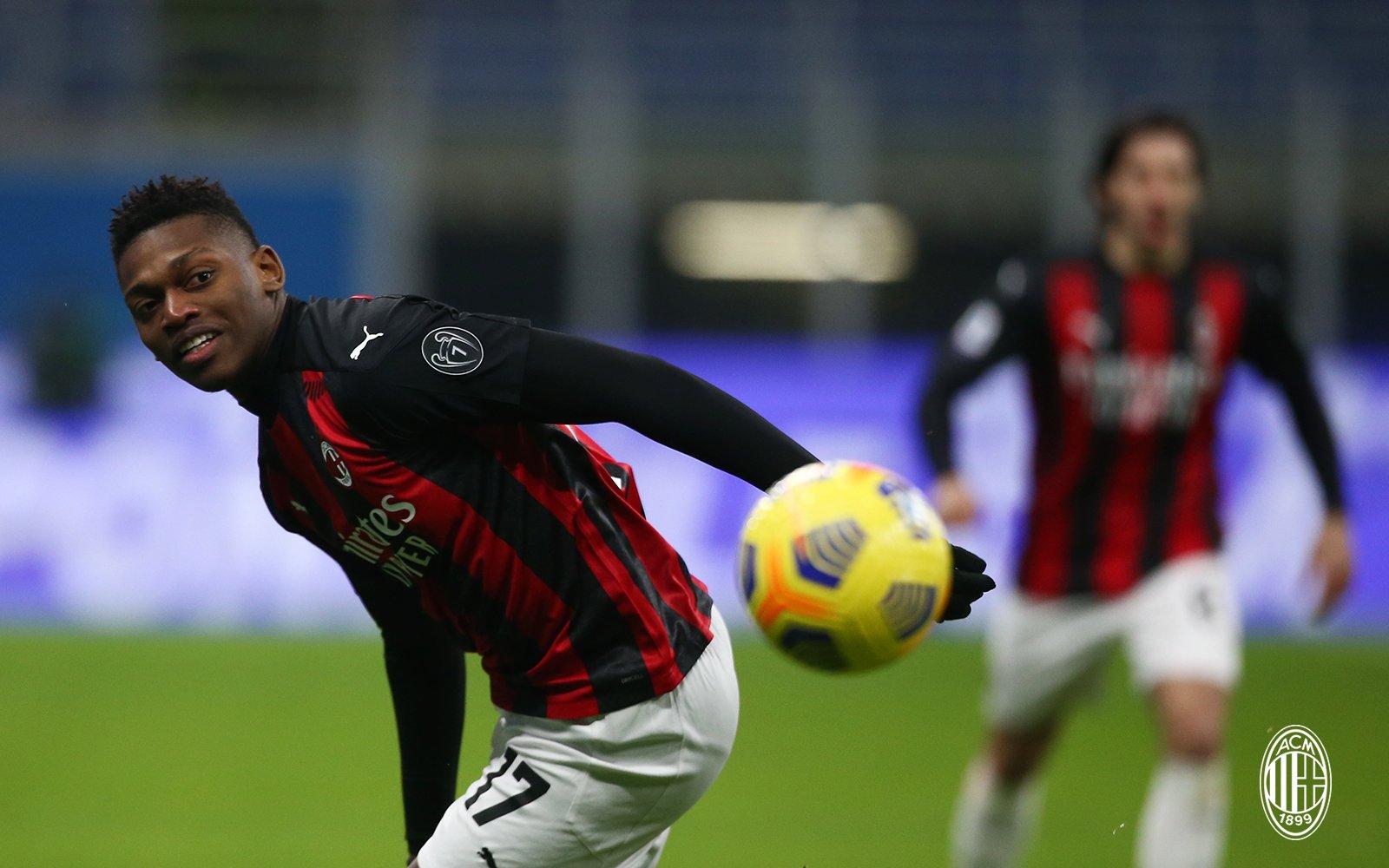 VIDEO/ Autokritikë e Milanit, mposht Torinon dhe i bën presion Interit
